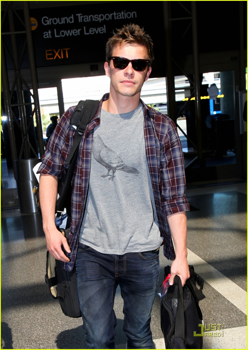 Xavier Samuel at an airport
