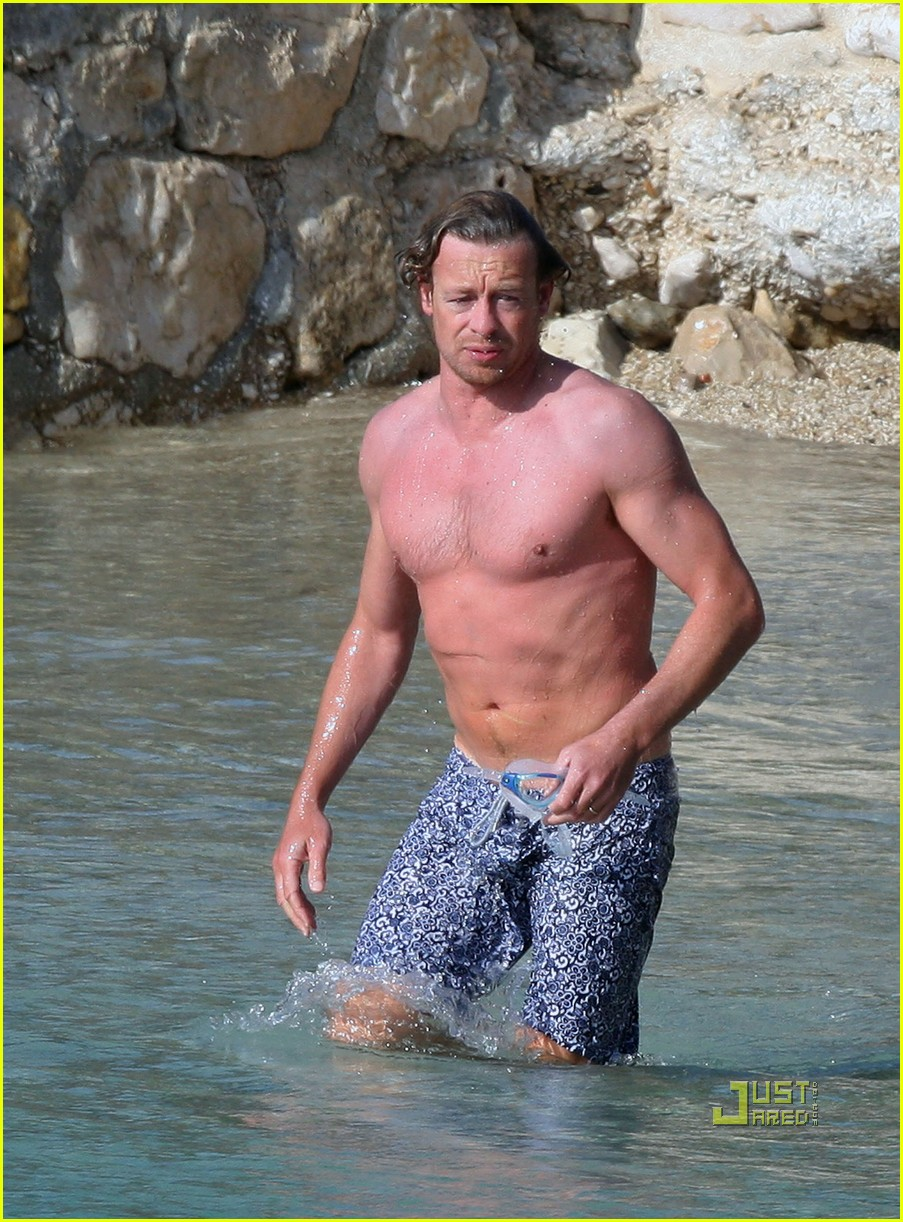shirtless simon baker 25