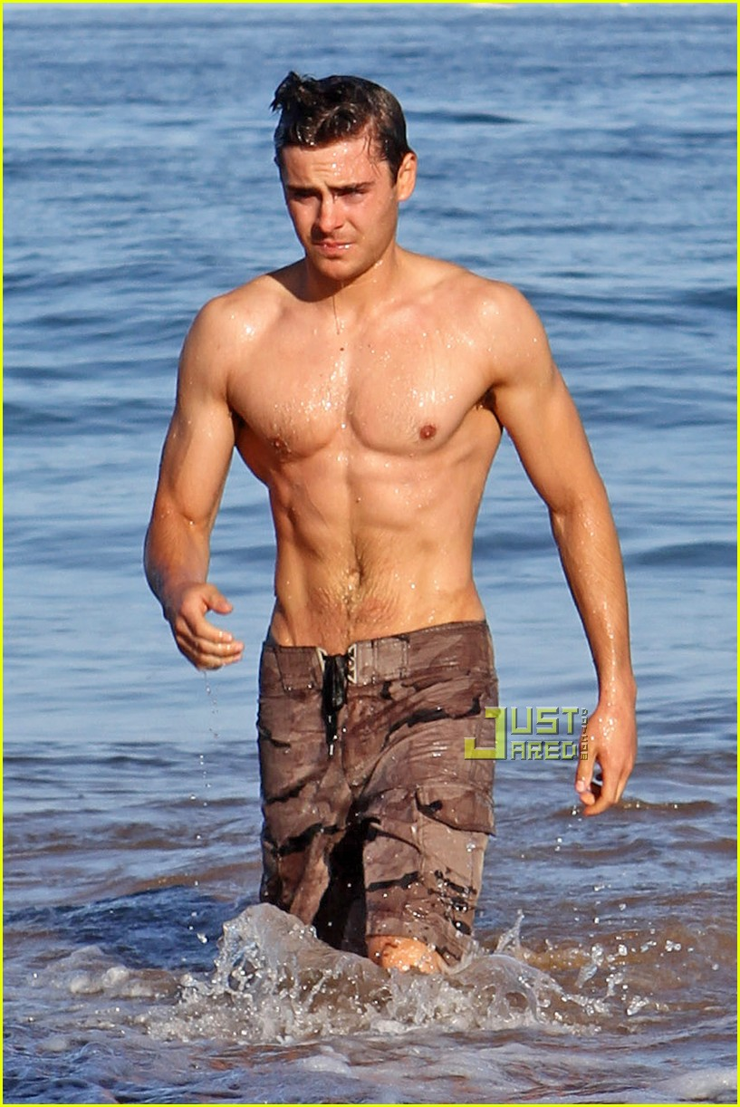 shirtless zac efron 03