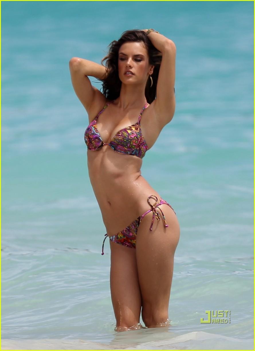 alessandra ambrosio bikini st barts 022468171