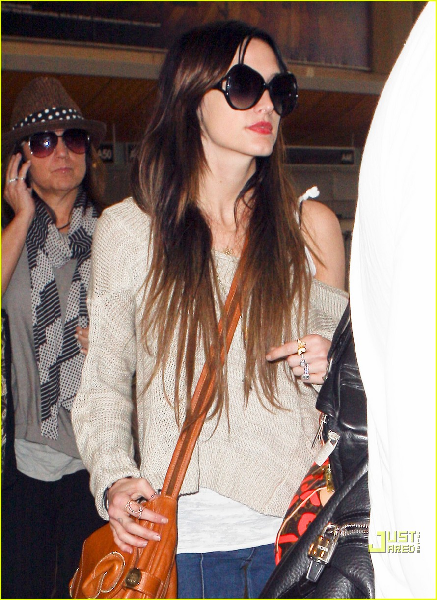 ashlee simpson lovely louis vuitton 09