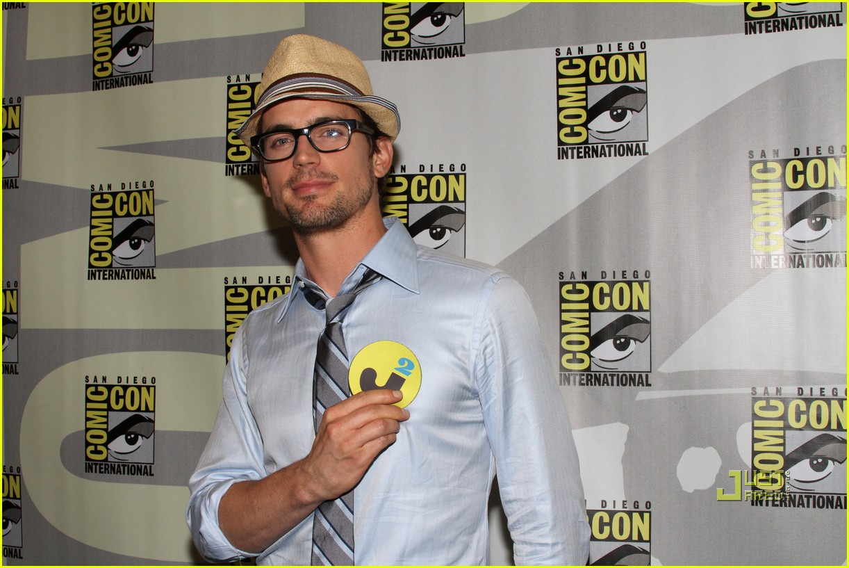 matt bomer comic con 2010 justjared exclusive 03