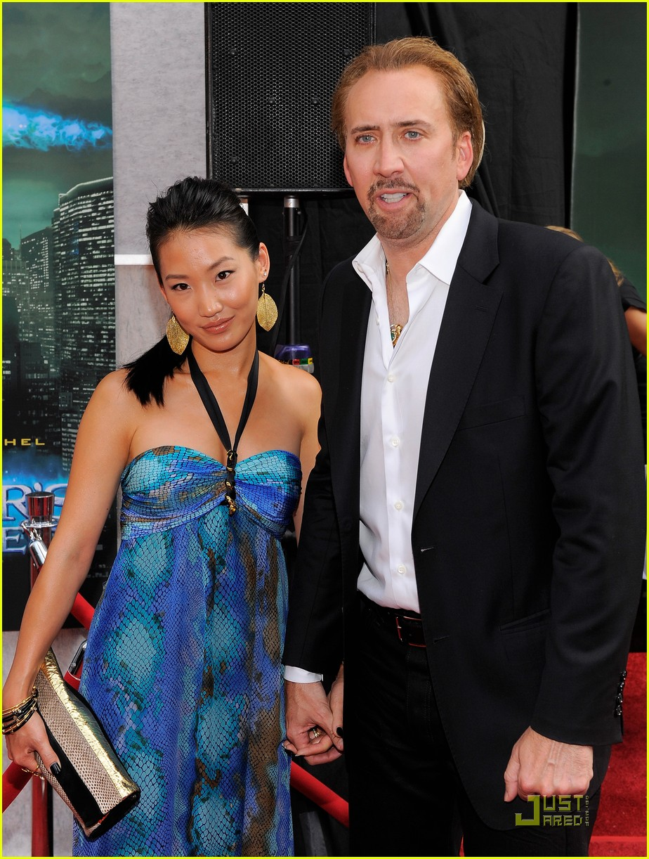 nicolas cage alice kim sorcerers apprentice premiere 08
