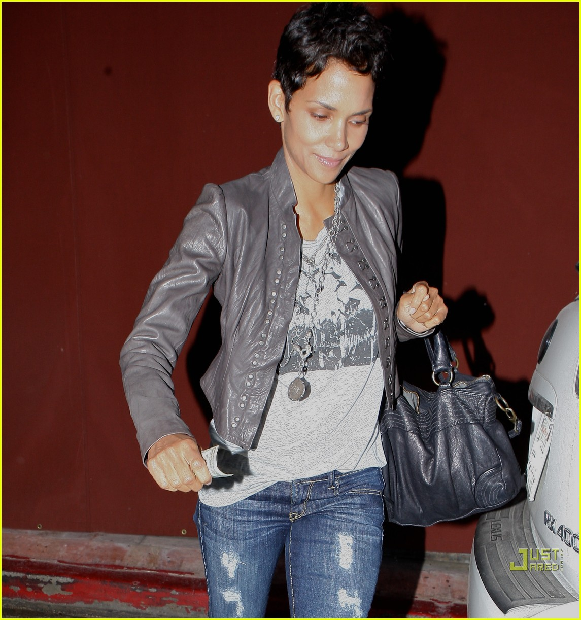 halle berry jets off jeans 062465208