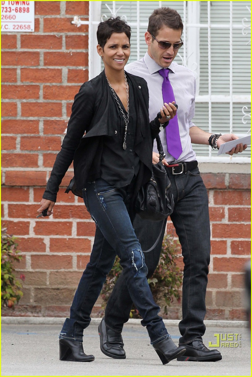 halle berry jets off jeans 082465210