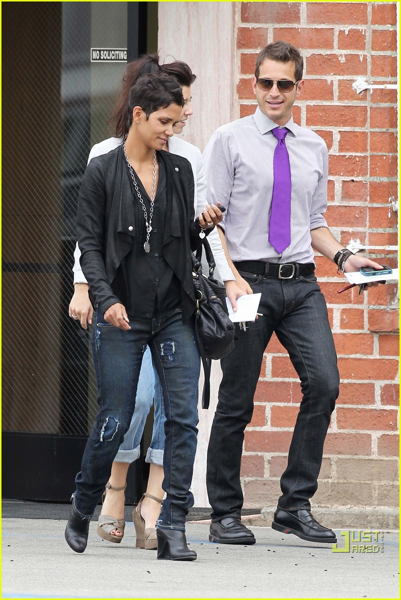 halle berry jets off jeans 122465214