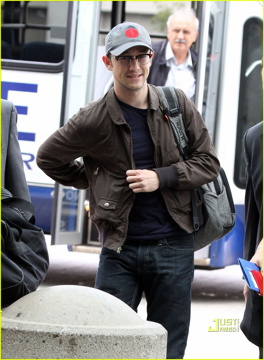 joseph gordon levitt flight at lax 092464224
