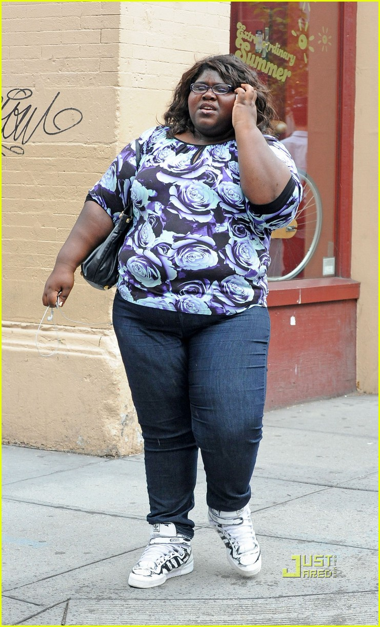 gabourey sidibe phone nyc 03