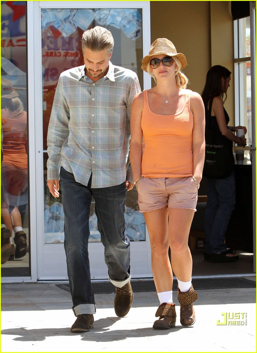 britney spears jason trawick starbucks stop 01