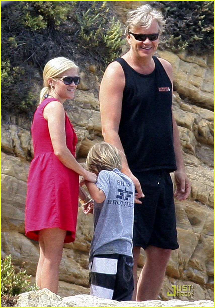 reese witherspoon star spangled beach 01