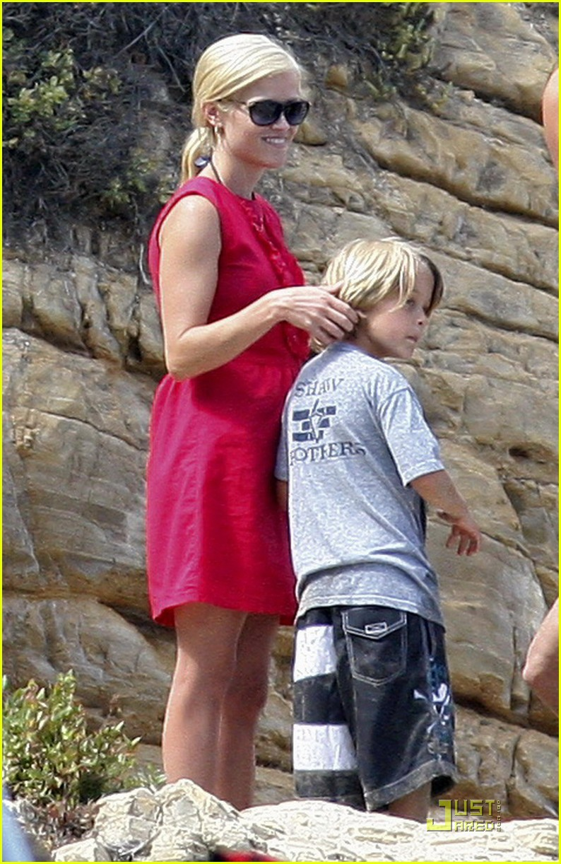 reese witherspoon star spangled beach 022463694