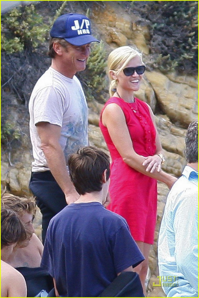 reese witherspoon star spangled beach 05