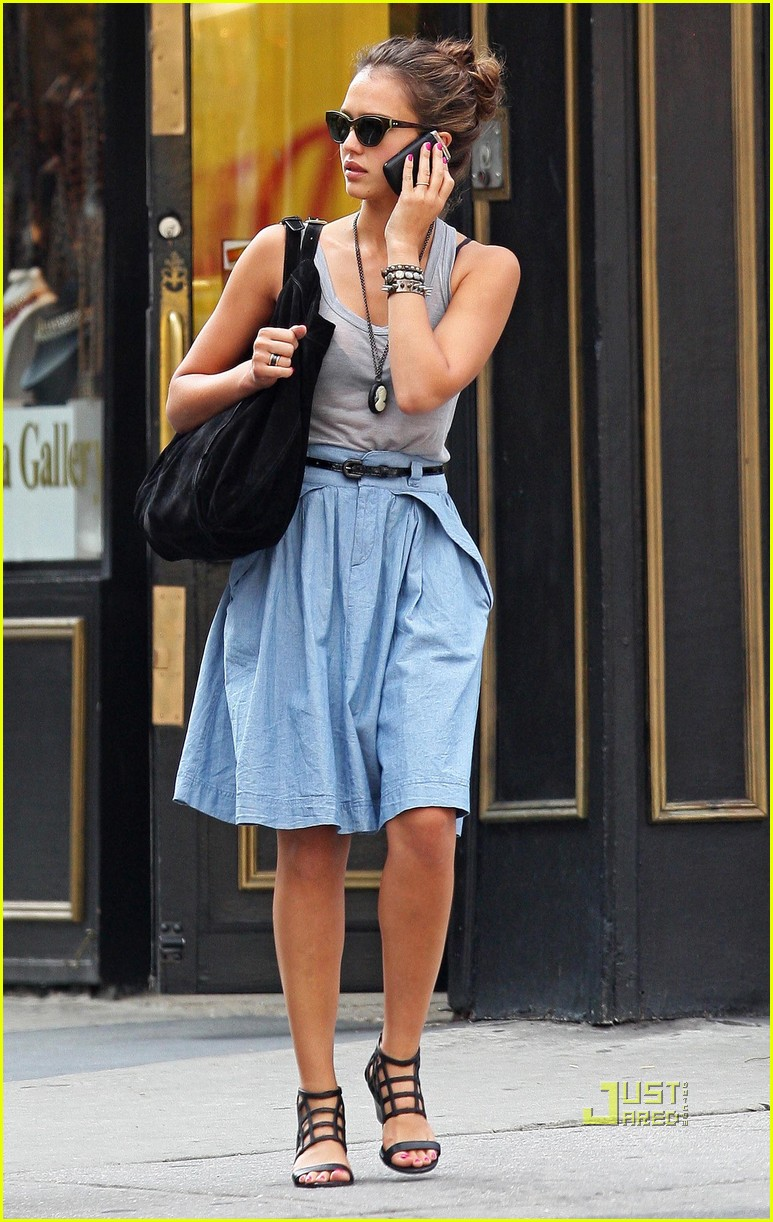 jessica alba shopping soho 06