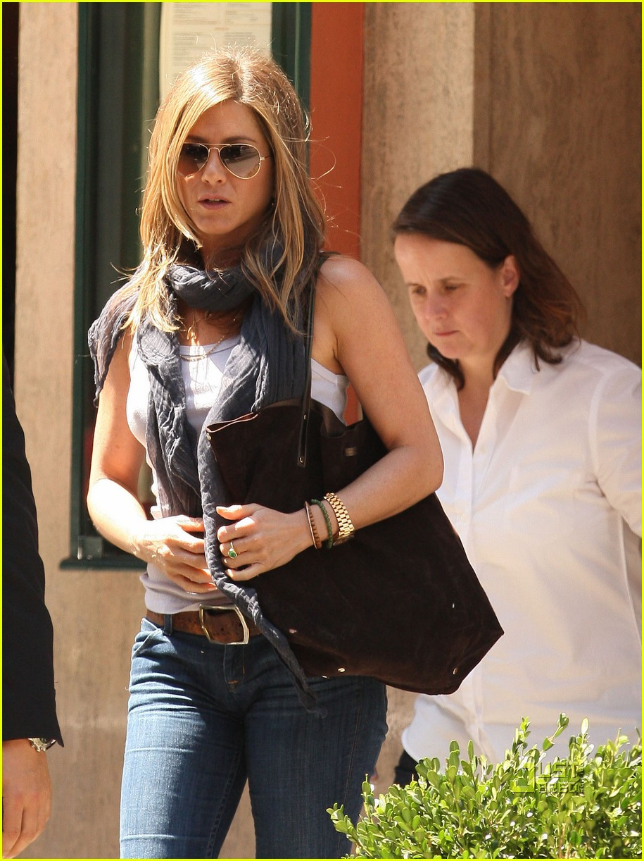 jennifer aniston trattoria dellarte manhattan 02