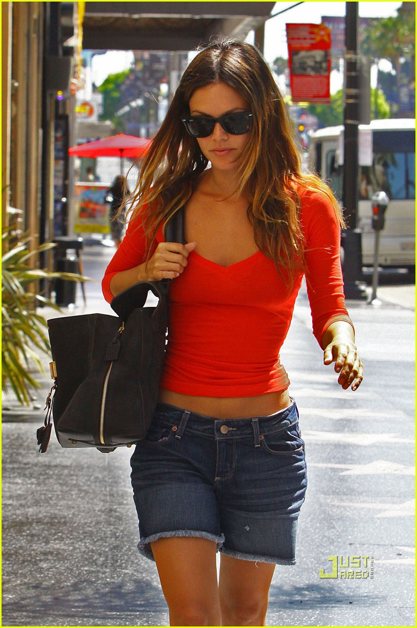 rachel bilson red top errands hollywood 05