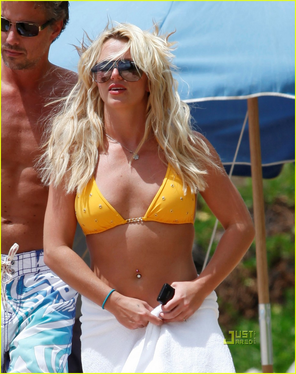 britney spears bikini hawaii jason trawick 03