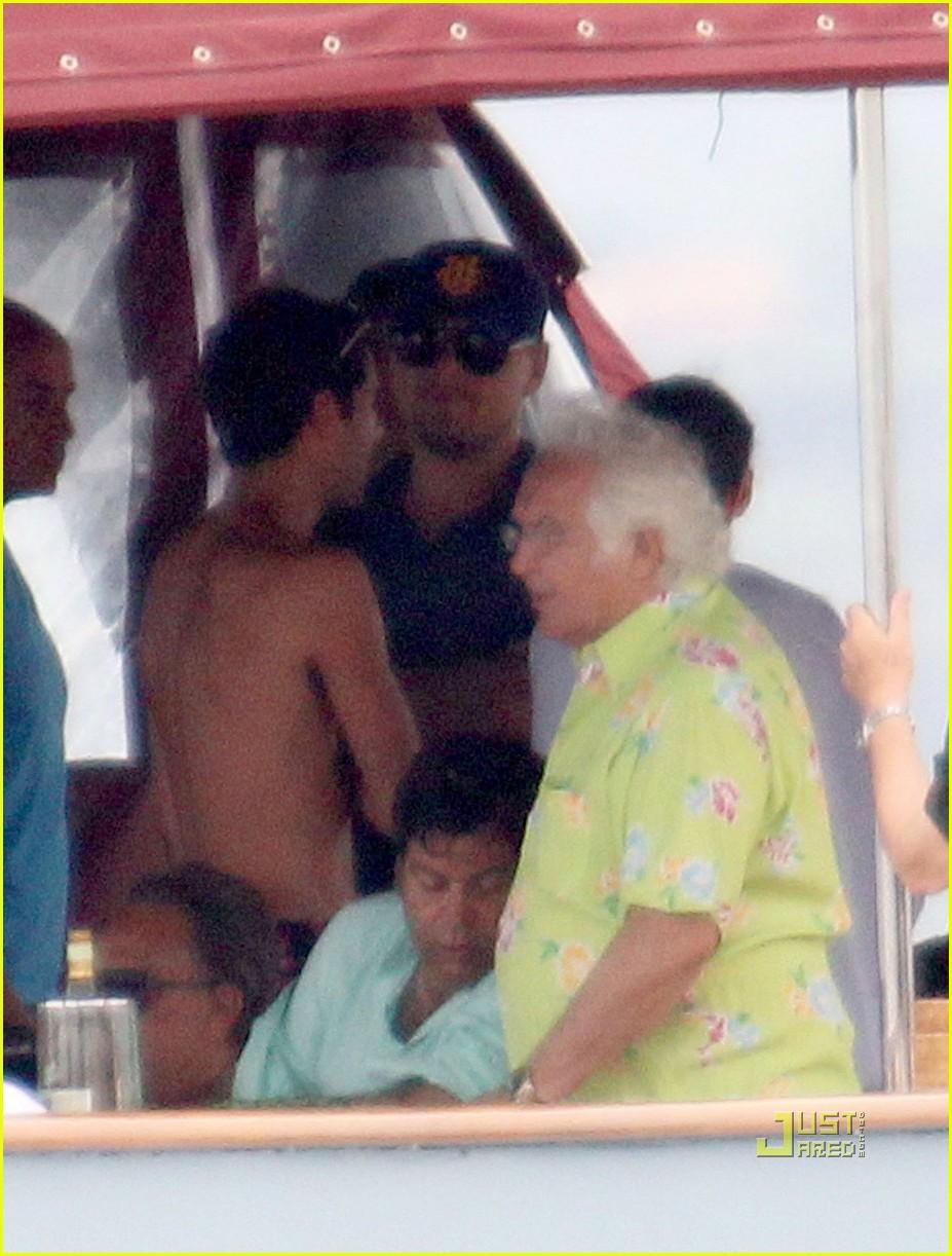 leonardo dicaprio bar refaeli yacht ride 03