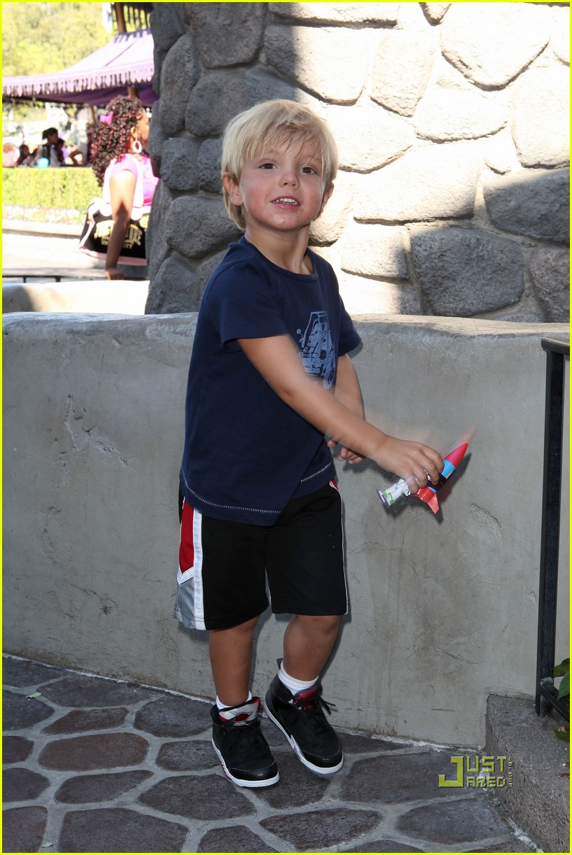 sean preston jayden james disneyland 03