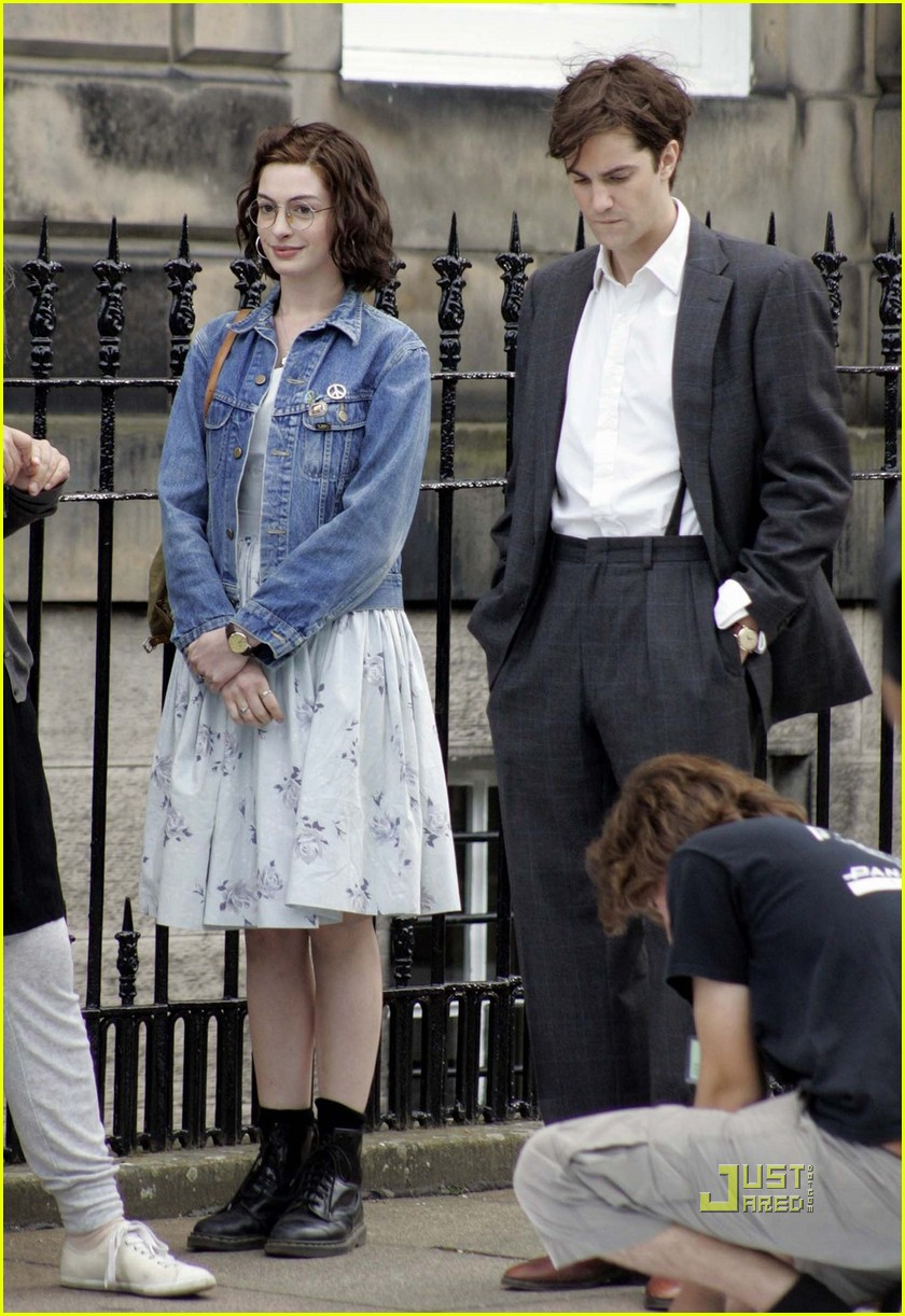 anne hathaway jim sturgess one day 01