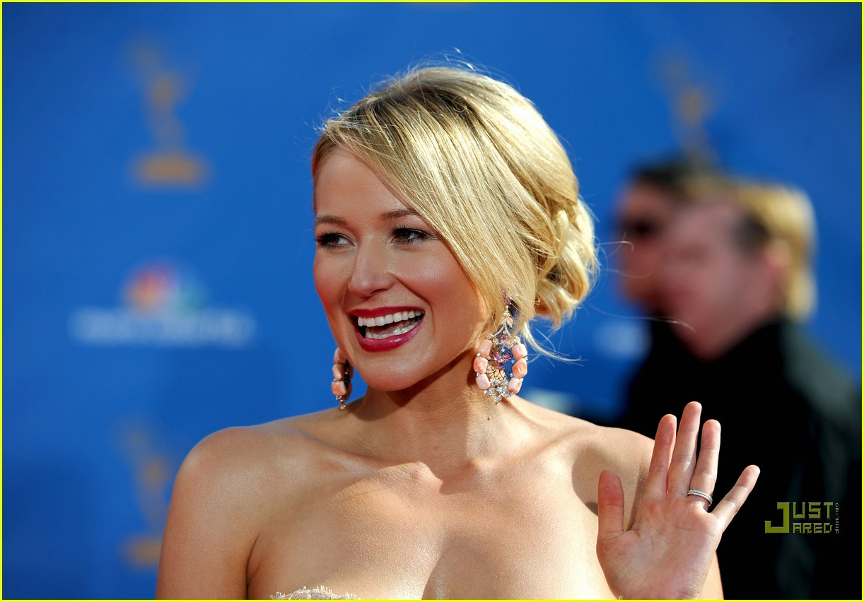 jewel 2010 emmys red carpet 01