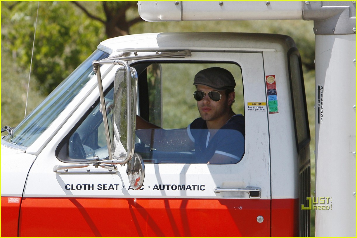 kellan lutz uhaul truck dog walking 052471229