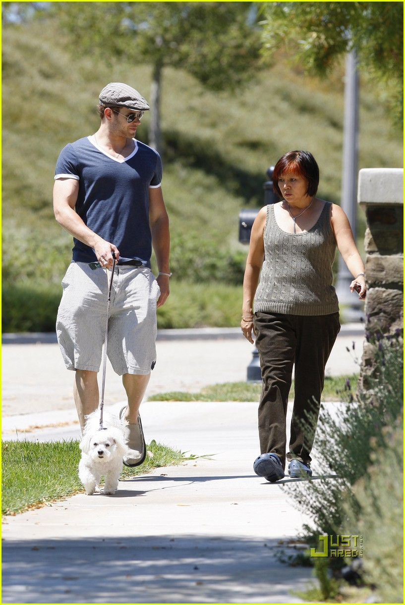 kellan lutz uhaul truck dog walking 112471235
