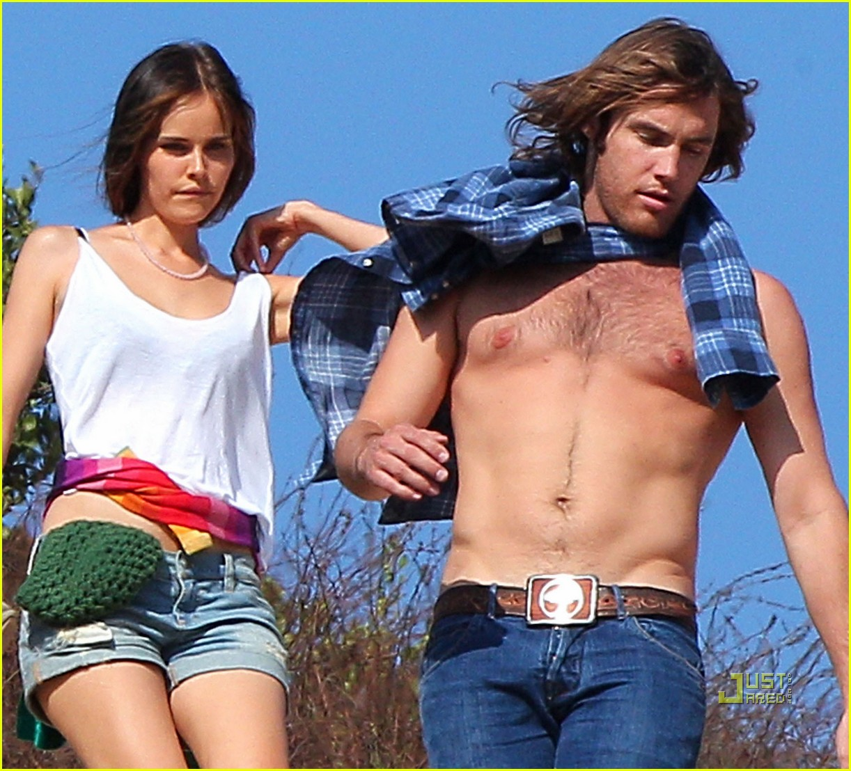 isabel lucas new boyfriend shirtless arm tattoo 04