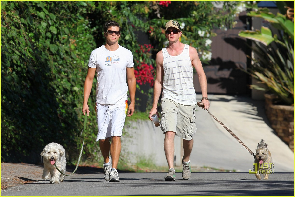 neil patrick harris david burtka dogwalking 03