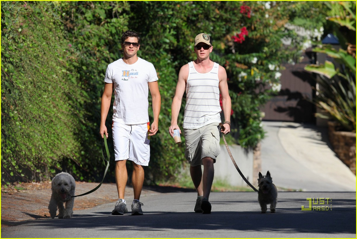 neil patrick harris david burtka dogwalking 08