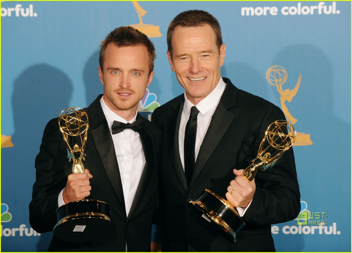 bryan cranston aaron paul emmys 2010 red carpet 03
