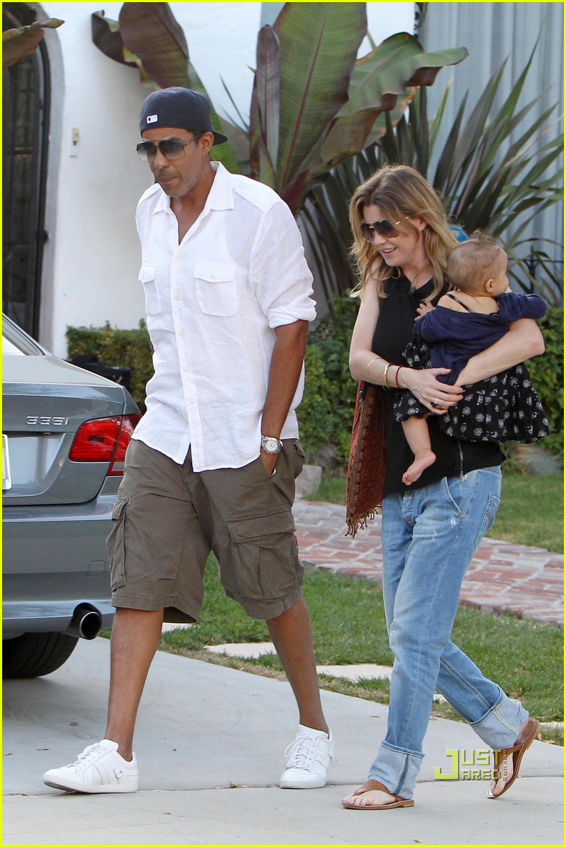 ellen pompeo chris ivery happy family with stella 02
