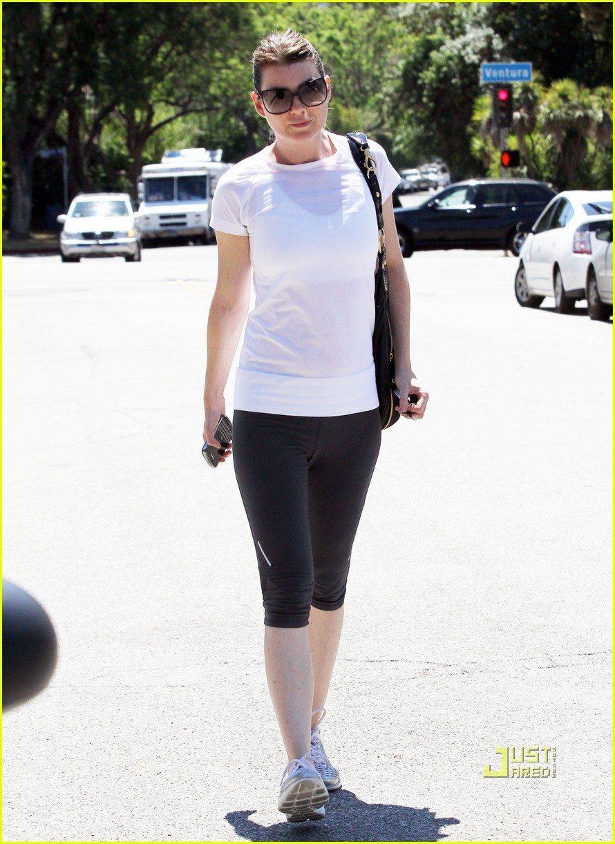 ellen pompeo workout errands studio city 182473979