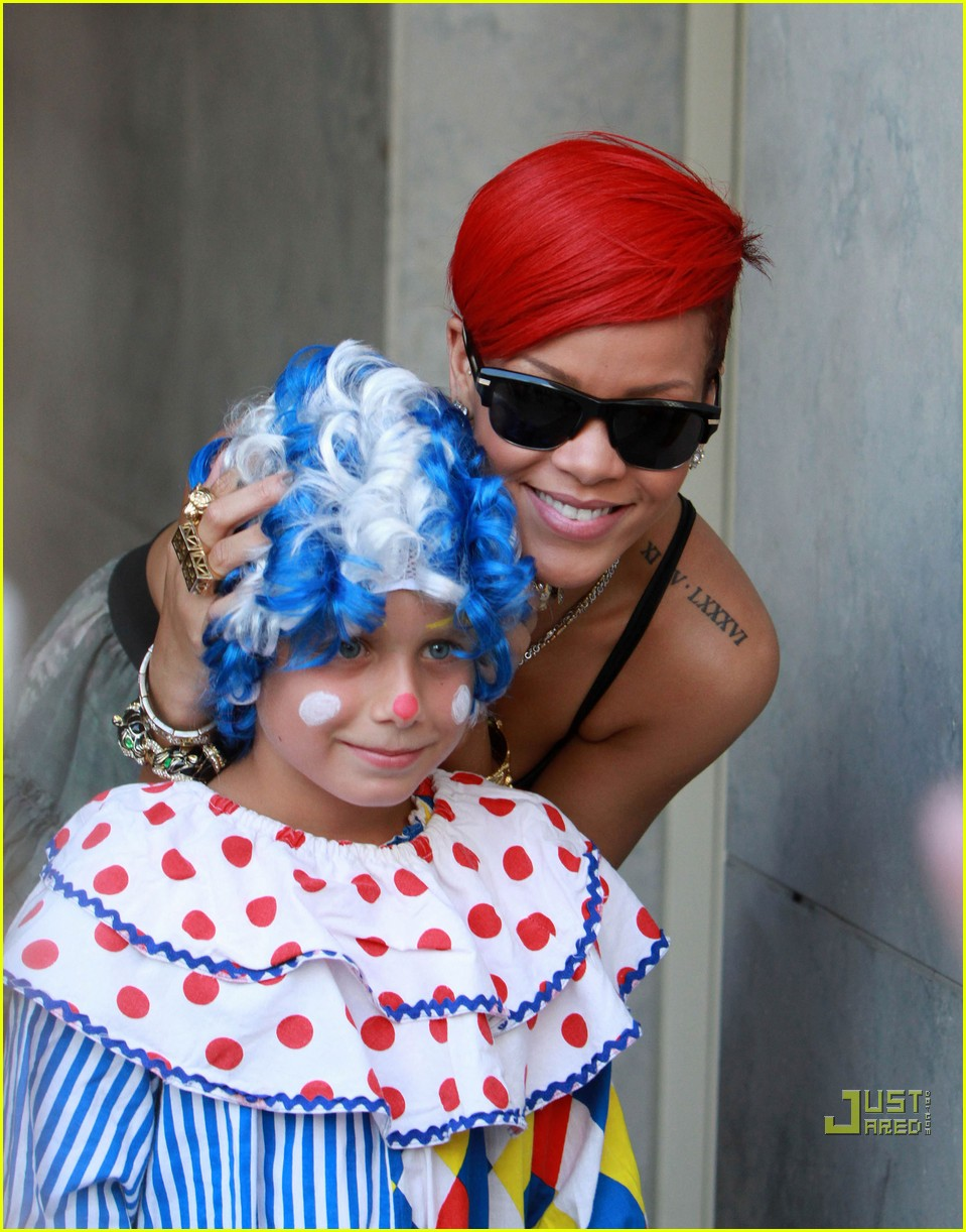 rihanna clowning around 02