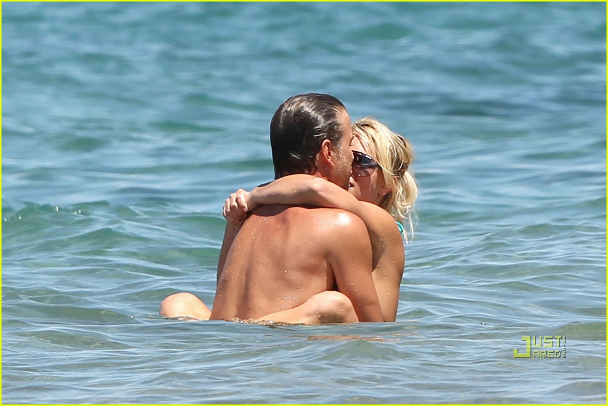 britney spears bright green bikini maui jason trawick kiss 05