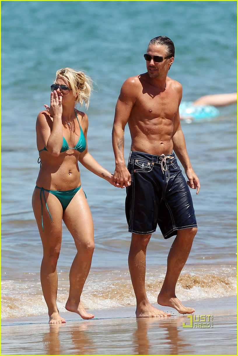 britney spears bright green bikini maui jason trawick kiss 082475418
