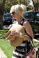 gwen stefani kingston zuma grandmas house 02
