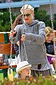 gwen stefani swinging with zuma 27