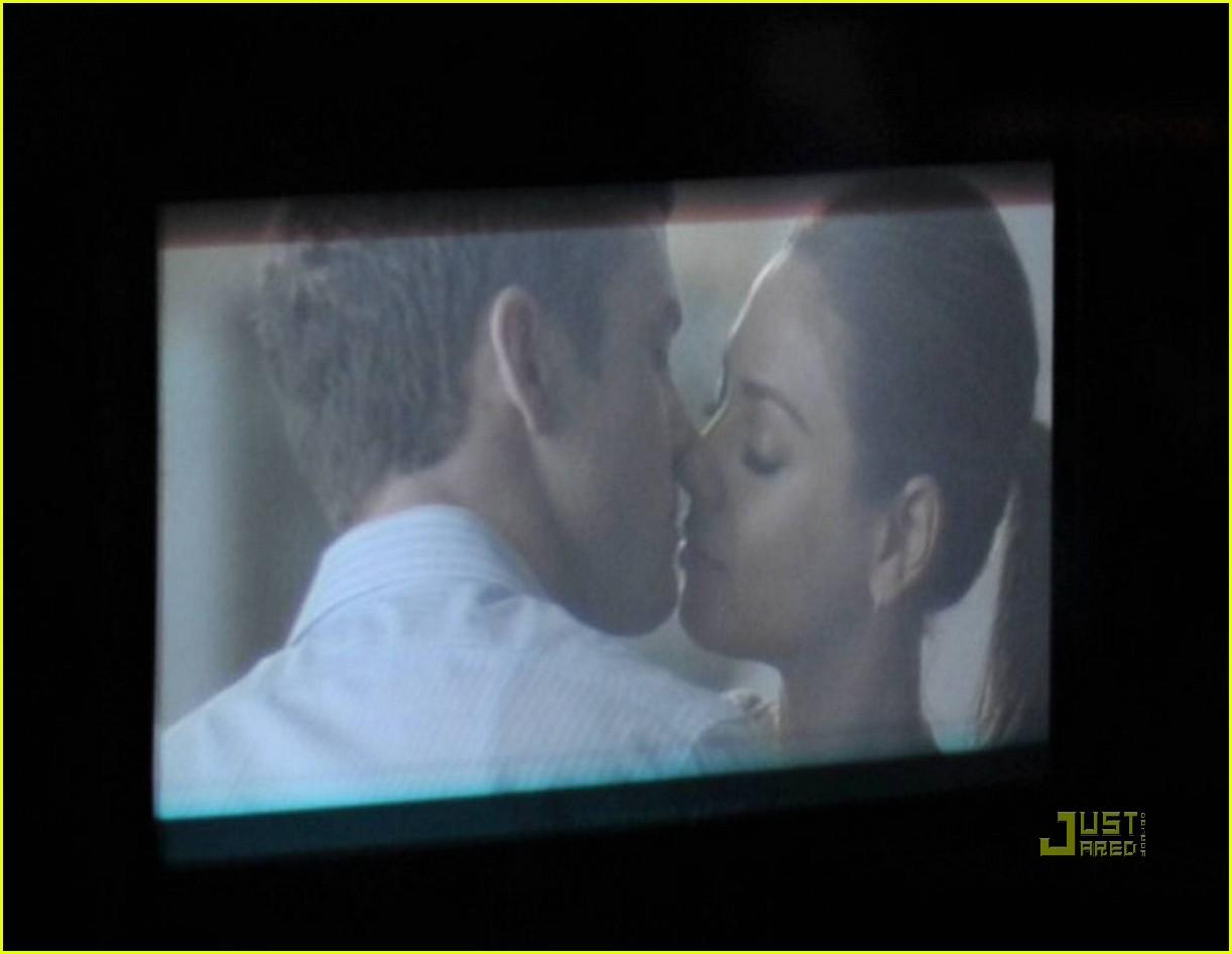 justin timberlake mila kunis kissing 04