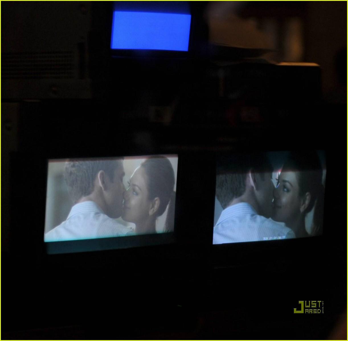 justin timberlake mila kunis kissing 06