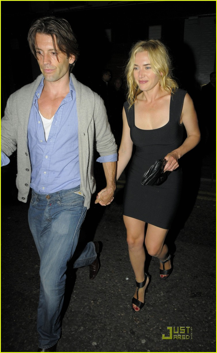 kate winslet dowler holding hands 01