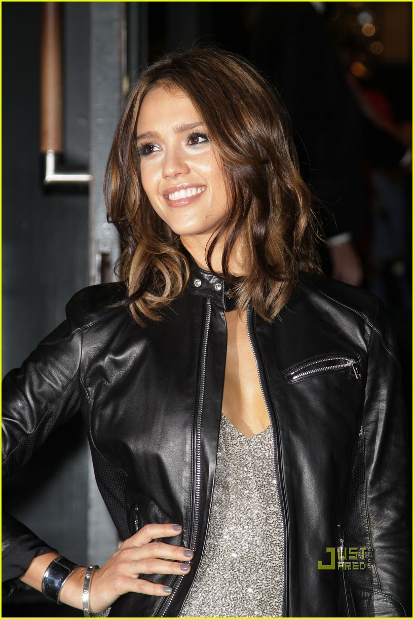 jessica alba fashions night out 01