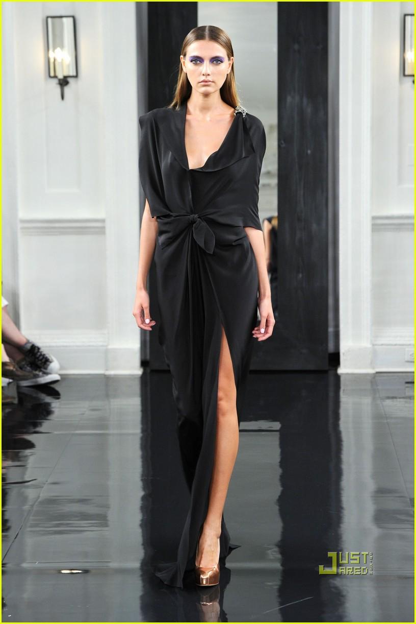 victoria beckham ny fashion week 162479403