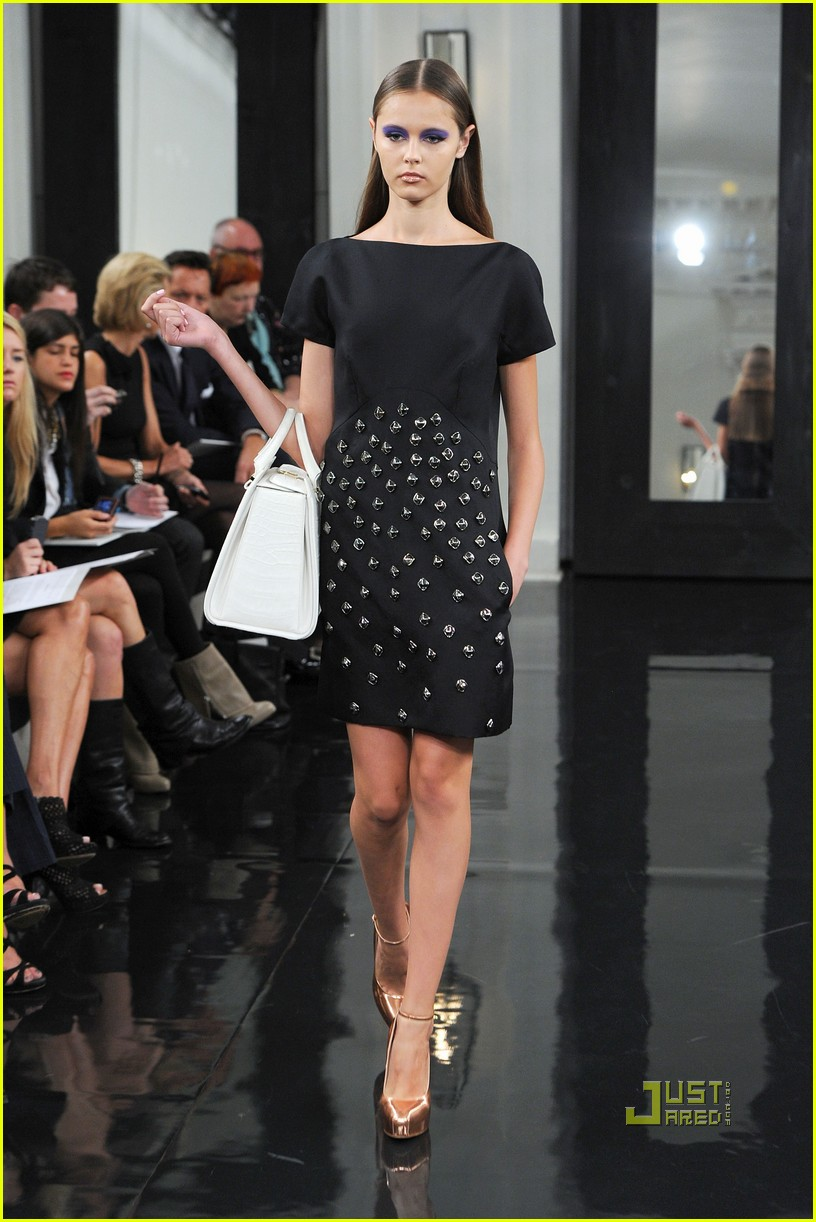 victoria beckham ny fashion week 252479412