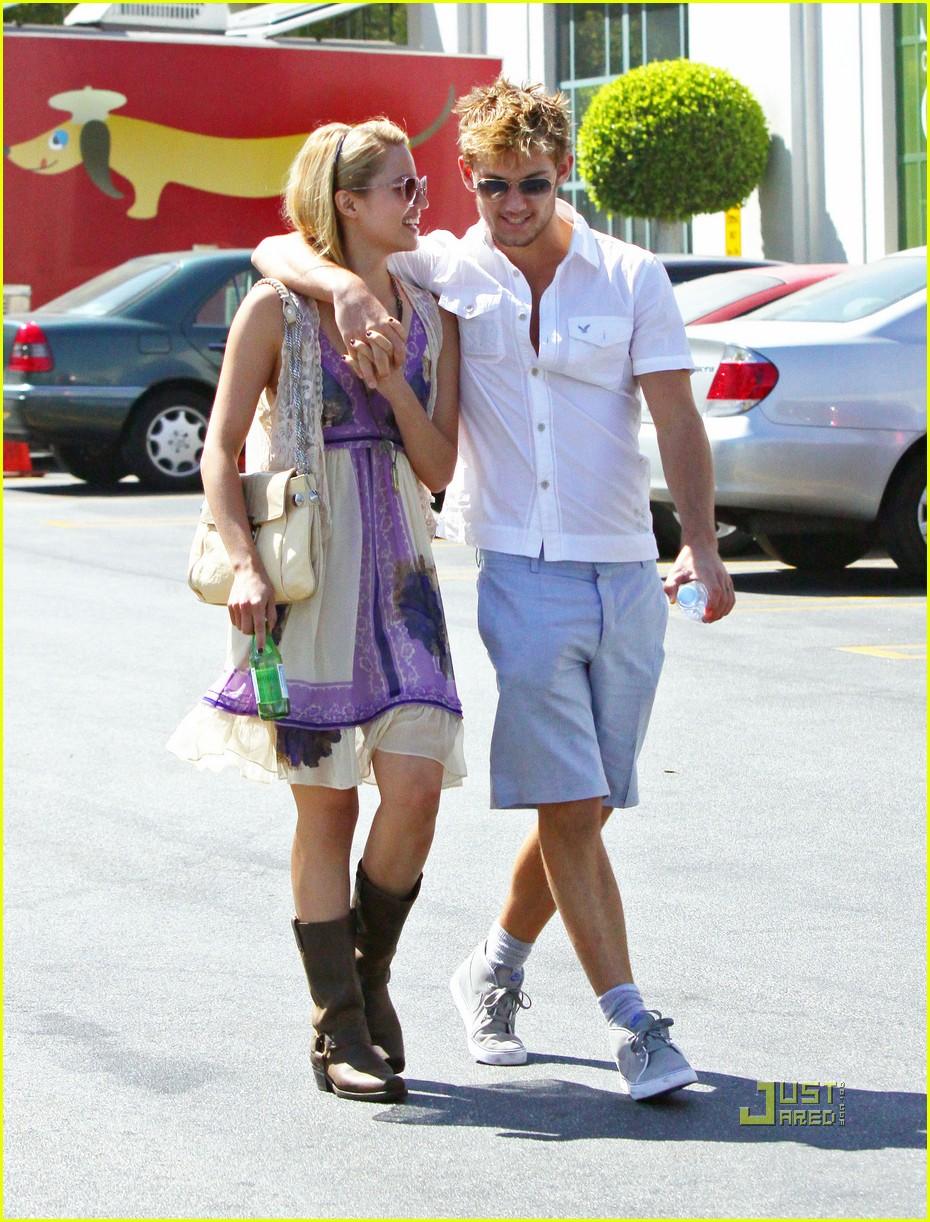 Фото алекса петтифера с его девушкой