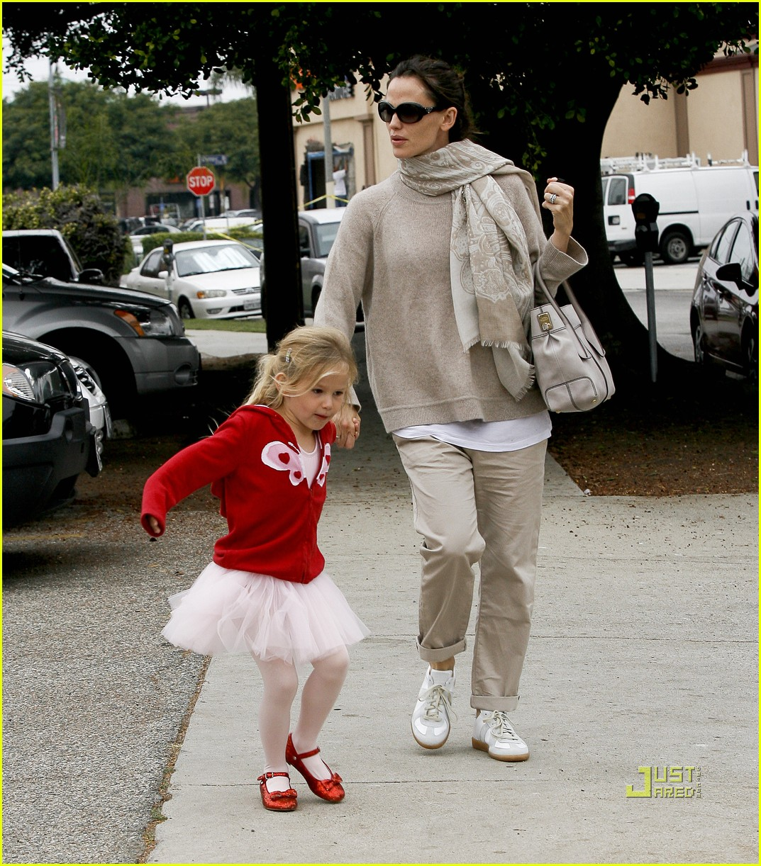 jennifer garner violet affleck ballerina beaming 032481941