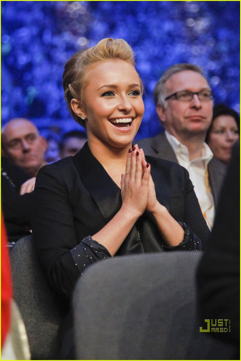 hayden panettiere cheers on boxing boyfriend 01