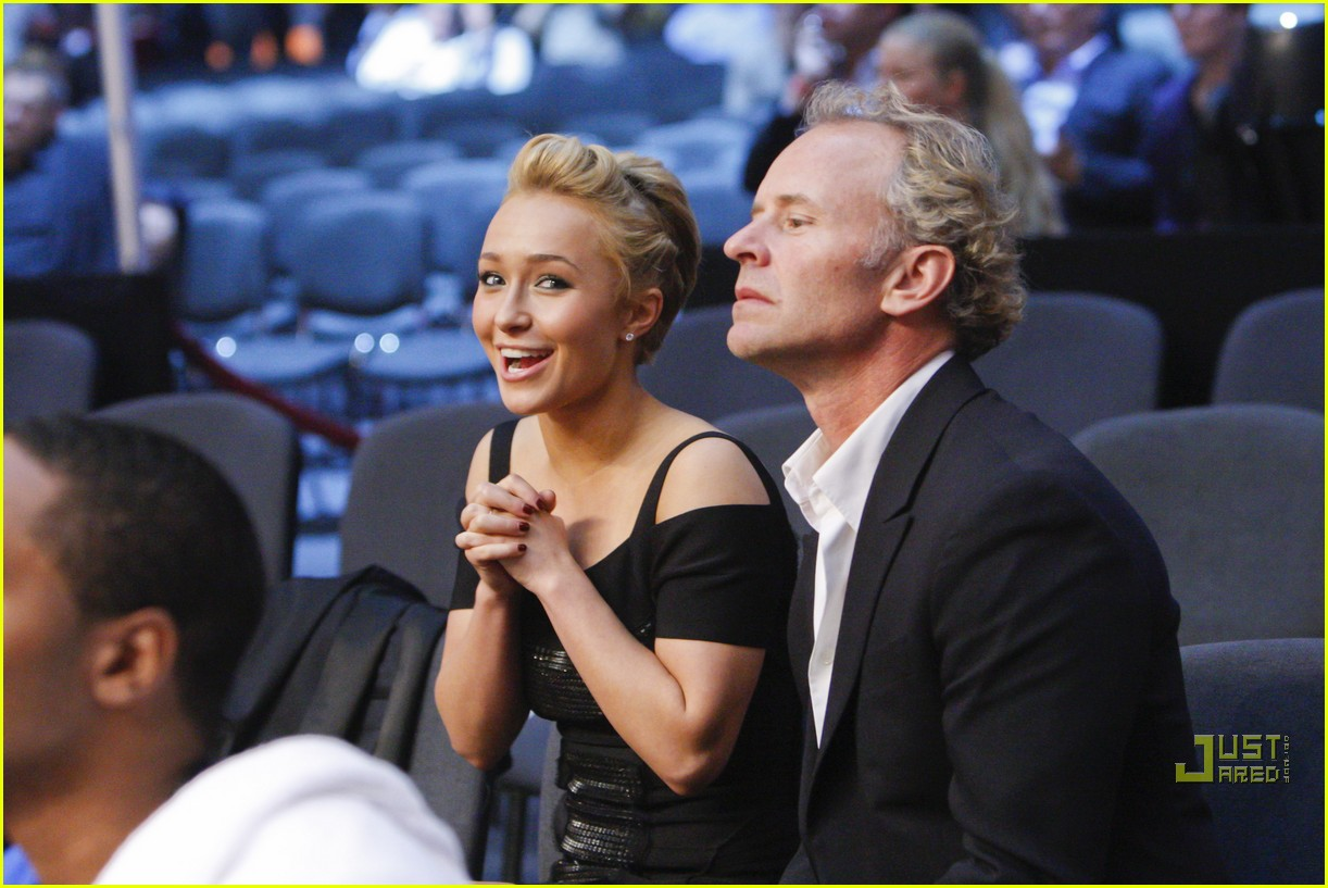 hayden panettiere cheers on boxing boyfriend 12