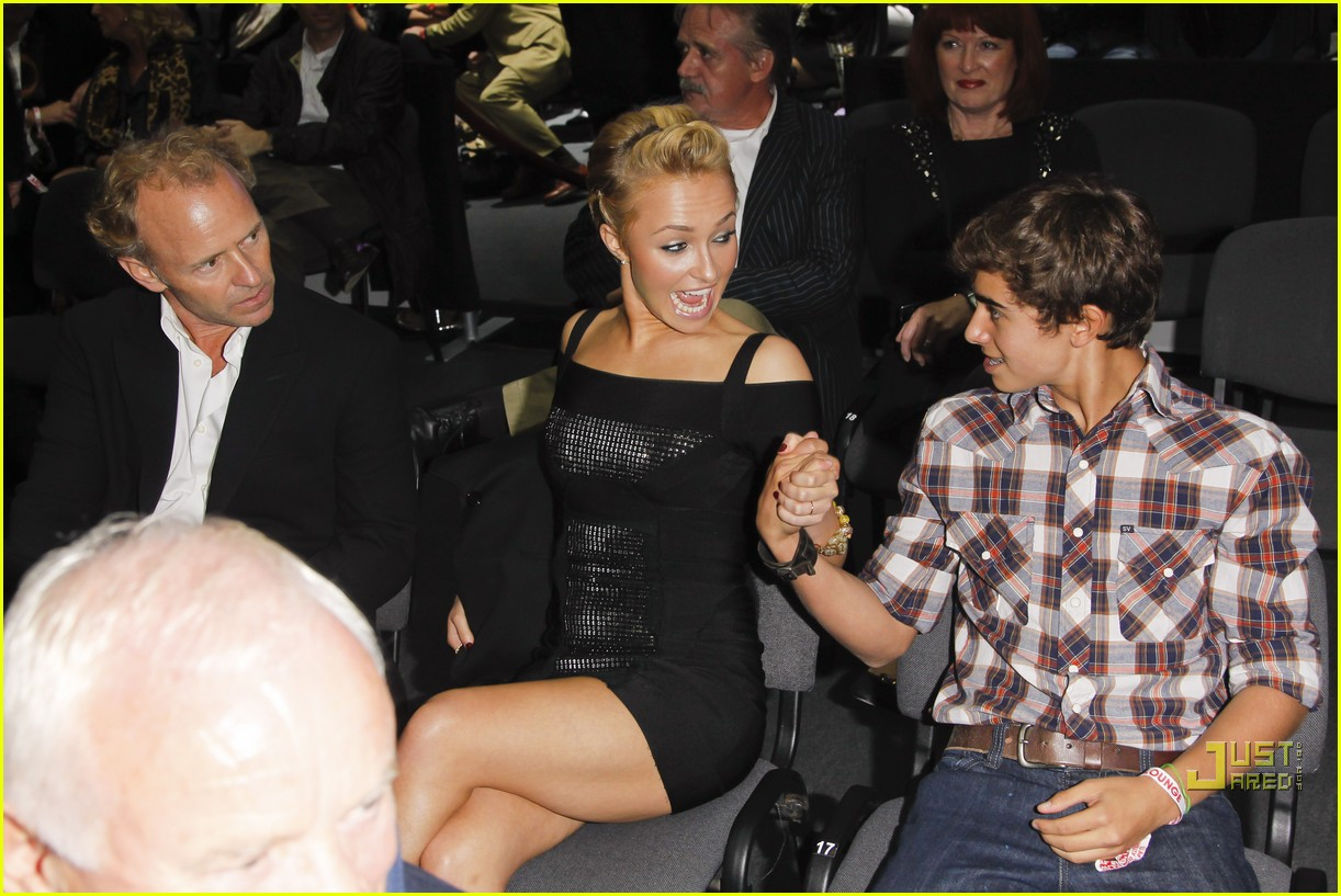 hayden panettiere cheers on boxing boyfriend 15