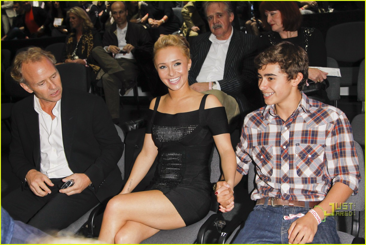 hayden panettiere cheers on boxing boyfriend 16