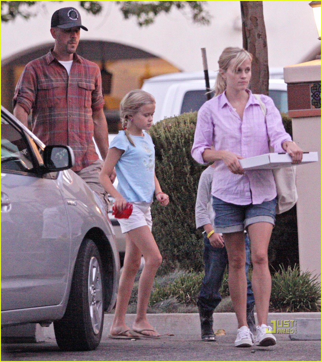 reese witherspoon ojai 052477755